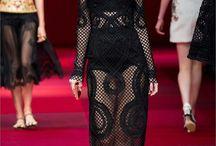 Trends sfilata Dolce & Gabbana Primavera-Estate 2015 dove si fonde lo stile italiano con quello spagnolo / Abiti che ricordano la Spagna ed i toreri abiti ricoperti di perle e cristalli abiti di tessuti stampati che ricordano arazzi barocchi.