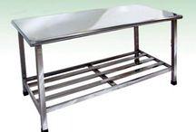 Mesa de inox para restaurante / A mesa de inox para restaurante é um produto versátil, é fabricada em vários modelos para atender à necessidade de cada ambiente que precisa de equipamentos para facilitar na produção de refeições de forma ágil e prática.