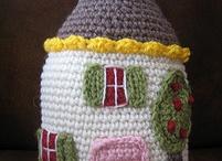 Happy house pillow / Haken