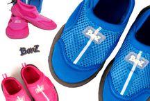 Zapatos de baño con suela Banz / Zapatos o zapatillas de baño hechas con neopreno para todo tipo de piscinas, cubiertas y exteriores. Para mantener la seguridad en los pies de tus hijos a hijas y evitar los resbalones.