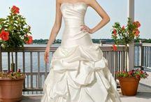 Wedding Dresses / by Natishia Thanni