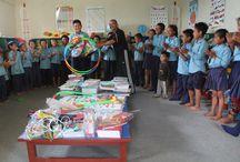 Schulmaterialien für Bandipur / Anfang des Jahres berichteten wir von einer Aktion des Ethikkurses der Klasse 10 der Theodor-Heuß-Realschule in Hockenheim, die unter anderem mit einem Adventsbasar 500 € gesammelt hat, um die vom Kinderhilfswerk Dritte Welt unterstützte Schule in Bandipur (Nepal) mit Schulmaterialien zu unterstützen.  Nun haben wir Fotos aus Nepal erhalten. Wir konnten mit dem Geld viel erreichen und den Kindern eine wahre Freude bereiten.