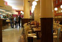 Cafetería Hontanares Sevilla / Disfruta con nosotros de uno de los mejores cafés de Madrid, en un ambiente clásico, en pleno centro, desde hace más de cincuenta años. Un lugar agradable donde saborear los dulces artesanos: hojaldres, tartas, postres, pasteles, tejas…Y también, en sus fechas, las especialidades típicas de Madrid: Rosquillas del Santo, buñuelos, huesos de santo, rosca de la Almudena, roscones de Reyes. En Calle Sevilla, 6, Madrid.  https://www.facebook.com/pages/teappuntas/1513510088896744
