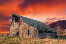 barns / by Debbie Owens