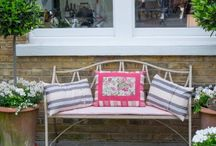 Courtyard Garden Design / Urban courtyard design with soft country style planting for a small rear garden in SW London