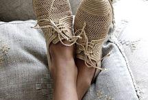 Aux pieds !