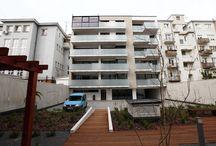 Недвижимость в Словакии, Братислава центр Гросслингова / Описание недвижимости построенной в Братиславе, Словакии. Район Старе Место, ул Гросслингова, квартирный дом, с офисными помещениями.