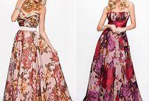 Vestido de festa floral.