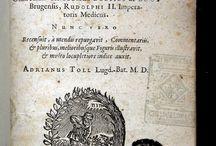 Boodt, Anselmus de, 1550-1632. Gemmarum et lapidum historia / quam olim edidit / L'autor fou un reconegut mineralogista i físic belga de la ciutat de Bruges del Renaixement. Fou el responsable de l'establiment de la mineralogia com a ciència de la terra. Fou un gran col•leccionista de minerals, que recollí arran dels seus viatges a zones mineres. La seva gran obra fou aquesta que presentem, la primera edició de la qual va aparéixer a Hannover l'an 1609. En ella tracta de gemmes vingudes del Nou Món i les compara amb les que es troben a Europa i Àsia.