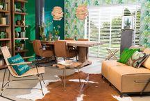 vtwonen Stijl Studio: Urban Jungle / vtwonen Stijl Studio 'Urban Jungle' haalt alle goeds van buiten naar binnen! Met frisse groentinten, opvallende bladmotieven en een spannende materiaalmix van doorleefd hout, linnen en rotan. Creëer je eigen, pure binnentuin in een handomdraai! Vergeet hierbij niet de grote planten en cactussen, want zij maken het geheel af. / by Eijerkamp - Wooninspiratie, tips & trends