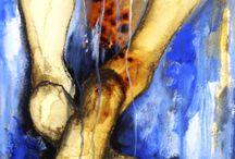 """Exhibition """"HECTOR MASSIEL"""" / Cores quentes e tinta a escorrer transportam os personagens do artista mexicano Hector Massiel para uma realidade flutuante. No semblante das figuras, o movimento do corpo sugere um estado de espírito, sensações sublimadas por suspiros. Para representar suas percepções, o artista liberta seu traço propositadamente irregular, corpos alongados separam-se cromaticamente, a pintura ganha espessura, deixa visível acumulações, as formas desenham-se, camada a camada."""