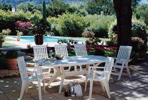 Grosfillex : mobilier de jardin / Retrouvez notre sélection d'articles de jardin de la marque Grosfillex. Des produits de qualité entièrement fabriqué en France, idéals pour aménager votre extérieur.