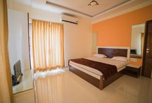 The Arowana Hills - Rooms and Indoor / Value for money villas, enjoy more space with 4 fully furnished Bedrooms, lavish living cum dining room with separate kitchen space and feel at home with the warmth of our friendly staff.