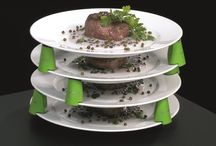 Plate Spacers / Plate Spacers, kleine helpers voor groot gemak Plate Spacers besparen kostbare tijd en ruimte: borden kunnen vooraf worden opgemaakt en vervolgens efficiënt op elkaar worden gestapeld.