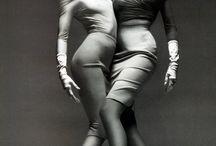 """Vesdalinder / Smukke og sensuelle kvinder af typen """"se men ikke røre""""."""