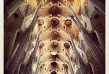 Sagrada Familia / Jeden z najbardziej rozpoznawalnych budynków w Barcelonie.