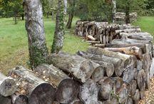 Log wall garden