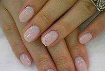 Светло-розовые ногти