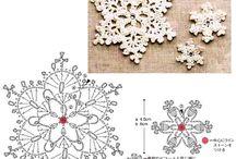 Снежинки: бисерные, вязаные