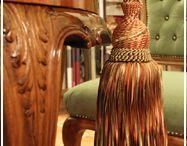 Paszományok - Bojtok - Diszzsinórok / Függönyök, párnák díszítéséhez valamint kárpitos bútorok díszítéséhez használt zsinórok, bortnik, gyönygyös bortnik, bojtok.