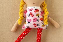 Dolls/Muñecas