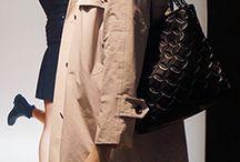 pesquisa de tendencias / Nesta segunda leva de vitrines para o vestuário feminino, outros apontamentos vem aparecendo para o inverno 2016. Entre as peças-chave, destacamos casacos como parkas e trench coats, vestidos, calças e saias, estes em materiais impermeáveis, couro, e outros mais finos e estampados. As cores claras e os tons fechados são os mais explorados. Confira: