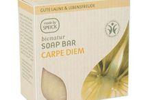 Naturalne mydła / Mydła naturalne, wykonywane tradycyjnymi metodami, z użyciem tylko i wyłącznie składników roślinnych. Delikatne i łagodne dla skóry.