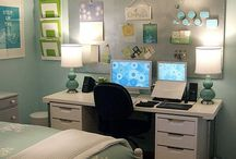 Home office ideas / I am busy putting together a home office space for myself and I'm looking for ideas :)