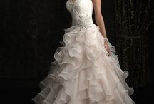 Gowns that WOW! / For looks that will dazzle everyone that sees you!
