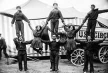c. 1910-1911: Traveling circus / Beasts, tumblers and, of course, scary clowns