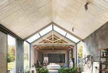 A. modernistyczna chata / Nawiązanie do chaty jedynie w ogólnej formie i tworzywie (drewno), czasem elementy nawiązujące do funkcji czy tez miejsca.