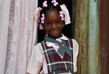 Haiti / Im Januar 2010 erschütterte ein schweres Erdbeben Haiti. ora international konnte damals schnell den Opfern der Katastrophe helfen. Heute sind wir im Dorf Lougou im Einsatz und begleiten die Kinder und die gesamte Dorfgemeinschaft in eine positive Zukunft.
