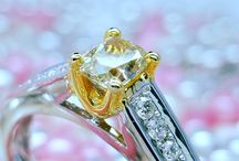 Yellow Diamond Rings / For woman who love something unique, classy and absolutely gorgeous !