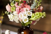 Beautiful Floral Arrangements / I wish I had a eye for placing flowers in a vase and making them look beautiful. Here is a collection of floral arrangements that I think are lovely!