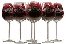 Wijnglazen graveren / Origineel kadootje kan voor u diverse modellen wijnglazen graveren. De wijnglazen kunt u laten graveren met een persoonlijke tekst en/of afbeelding.