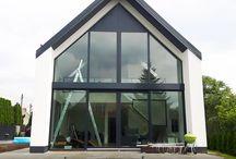 Nowoczesna stodoła Kraków / Dom w stylu nowoczesnej stodoły wyposażyliśmy całościowo w różnego rodzaju ślusarkę aluminiową ze szkleniem zespolonym dwukomorowym. Więcej na - http://www.przybylski.net.pl/realizacje/slusarka-okienno-drzwiowa-dla-domu-w-krakowie/
