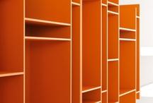 estantes , nichos & prateleiras