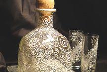 Vecchie Bottiglie e Barattoli di Vetro
