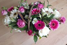 Bloomin' Chic Bouquets and flower basket arrangements / Bloomin' chic hand-tied bouquets and basket arrangements