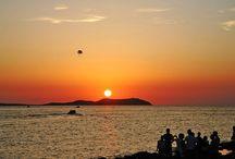 Estos beach bars se merecen un atardecer en las Islas Baleares / Según van subiendo las temperaturas que anuncian la llegada del verano, empiezan a apetecer vacaciones, un chapuzón en la playa y disfrutar de un atardecer, a poder ser, cóctel en mano. Para ello, elaboramos la guía definitiva de los mejores chiringuitos y beach bars de las Islas Baleares. No importa si eliges Mallorca, Menorca, Ibiza o Formentera para tus vacaciones, ¡tenemos para todos!