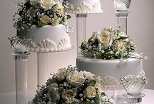 unstacked wedding  cakes