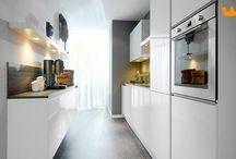 Moderne keukens / Inspirerende eigentijdse keuken ideeën. Van hoogglans wit tot mat zwart.
