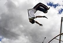 Piruetas y vuelos / Las camas elasticas nos permiten saltar, hacer piruetas y si lo combinamos con una buena fotografía...¡hasta volar!