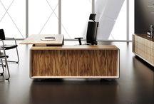 Italienska möbler: Kontorsbord, Kontorsstolar samt Designstolar / Italienska direktörsskrivbord och möbler, design kontorsstolar, konferensbord, receptionsdisk.