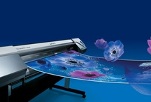 Roland RE-640 / For fast, flawless print quality, the VersaArt RE-640 inkjet printer is equipped with the latest print head technology, featuring variable dot control. Its unique design produces droplets of seven different sizes to capture all of the fine details in your image. The result is high-density printing with vibrant colors, flawless photographic reproduction, smooth gradations and superb contrast.