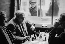 """Ajedrez y poesia: Grandes maestros. / Los grandes poetas y los grandes maestros ajedrecistas se parecen. """"El ajedrez es creativo, y por eso apasionante, como la poesía"""" (Jaime Sabines). Aquí tenemos a sus principales intérpretes. / by Toño Lozano"""