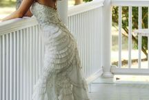 Wedding Dresses / by Katie Tàco