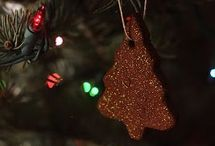 DIY Christmas Ornaments / Christmas ornaments that are easy to make - perfect holiday decor that you can craft yourself!