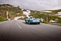"""Felicidad a 2.504 metros / Imágenes del fotógrafo Stefan Bogner para el nuevo libro """"Porsche Drive""""."""