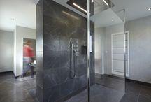 Badezimmer, Bathroom, Badkamer - Innenarchitektur mit Naturstein / Wohnen mit Naturstein macht Ihre Räume zu diesem ganz besondern Ort, der glücklich macht. Sei es mit Stein als Blickfang, als unauffälliger oder faszinierender Begleiter Ihrer Einrichtung, als Wohlfühl-Bad oder als robuster Küchenblock. Gehen Sie mit uns auf Entdeckungsreise - wir haben viele Ideen für Sie bereit. Einige zeigen wir hier.
